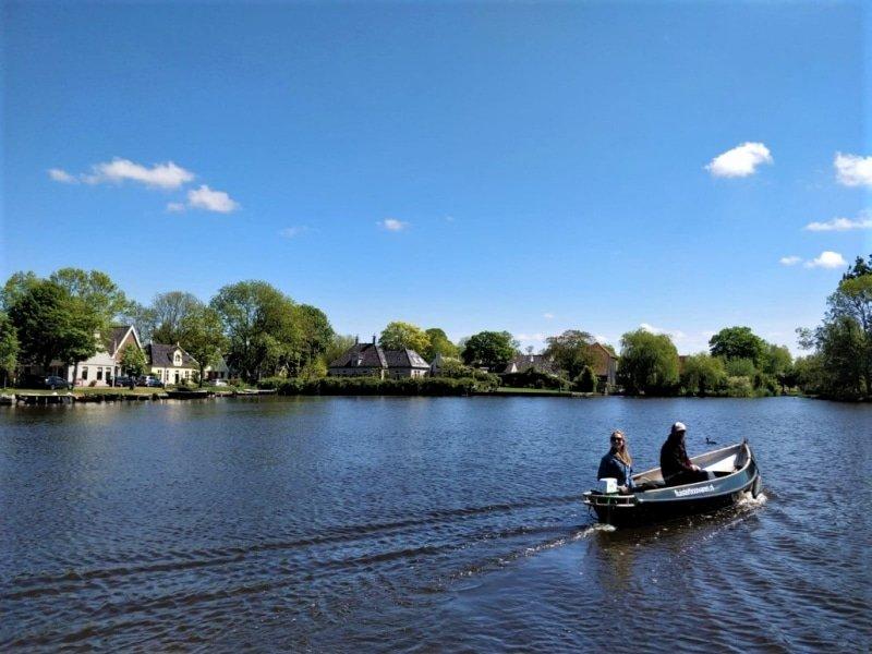 Bakkerswinkel Amsterdam West next to Boats4rent Rent a Boat